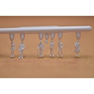 Polystyrol Detail- Figuren, unbemalt, weiß, Maßstab 1:100, Stange mit 6 Figuren Inhalt